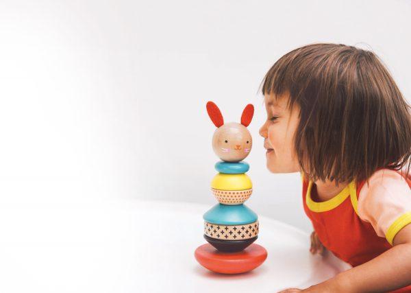 Stapeltoren konijn met meisje - Petit Collage